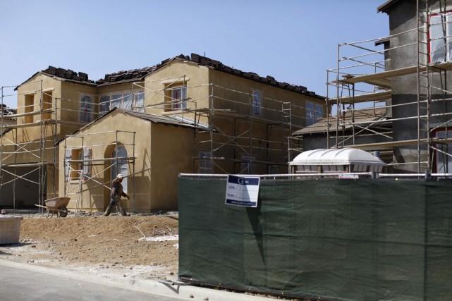 Les demandes de permis de construction ont chuté... (Photo Mike Blake, archives Reuters)