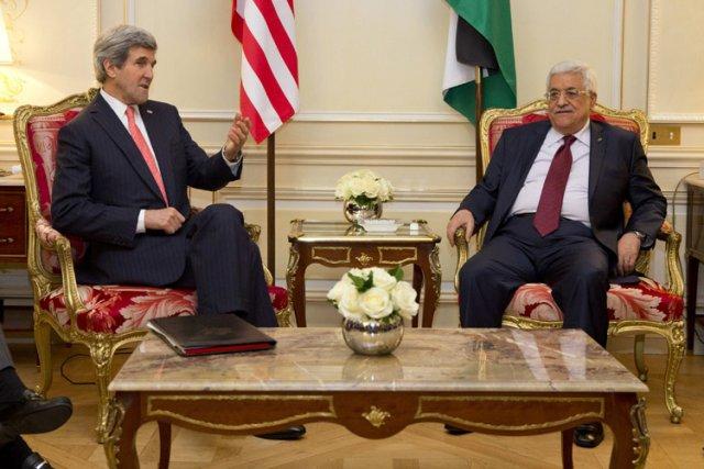 John Kerry et Mahmoud Abbas se sont rencontrés... (Photo: Reuters)