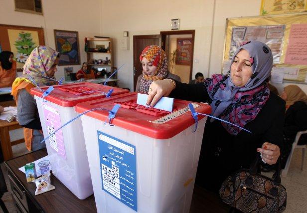 Au total, 97% des bureaux de vote -... (Photo ABDULLAH DOMA, AFP)