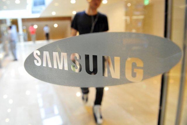 Samsung Electronics, qui prévoit 10 millions de terminaux... (Photo JUNG YEON-JE, AFP)