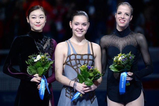 La Sud-Coréenne Yuna Kim (argent), la Russe Adelina... (Photo Yuri Kadobnov, AFP)