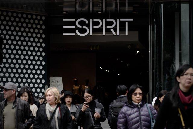 L'enseigne de vêtements Esprit, à la remorque de ses concurrents Zara et H & M,... (PHOTO PHILIPPE LOPEZ, AFP)