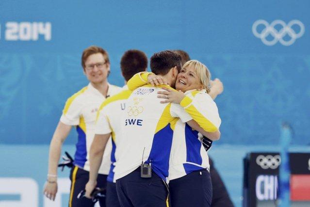 Il s'agit d'une première médaille pour la Suède... (PHOTO MARKO DJURICA, REUTERS)