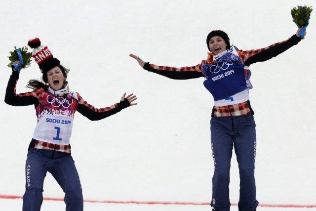 Marielle Thompson, à droite, et Kelsey Serwa, à... (Photo Andy Wong, AP)