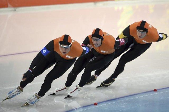 Les Néerlandais Koen Verweij, Sven Kramer et Jan... (PHOTO DAMIEN MEYER, AFP)
