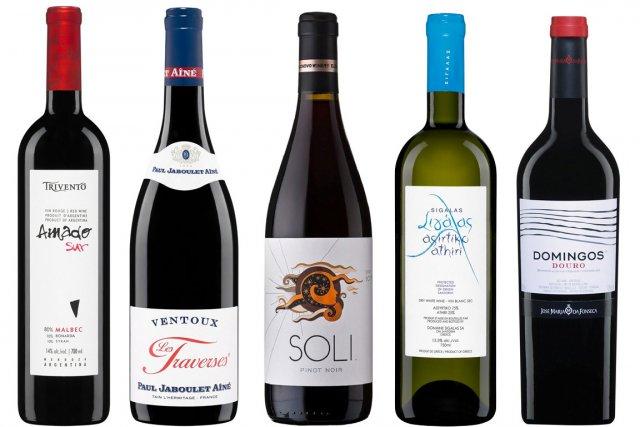 Pour bien boire sans se ruiner, voici cinq régions viticoles et cinq bouteilles...