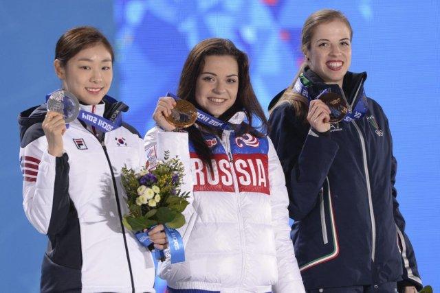 Kim Yuna (à gauche)a terminé au deuxième rang,... (PHOTO ANDREJ ISAKOVIC, AFP)