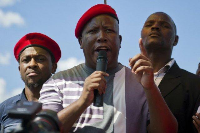 Le leader populiste sud-africain Julius Malemaa promis de... (Photo Archives AFP)