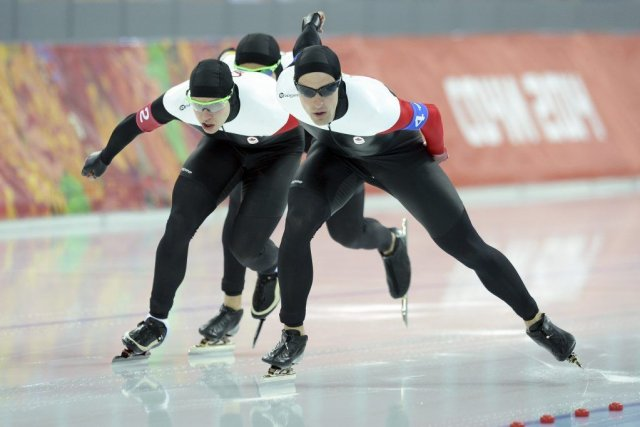 Denny Morrison, Mathieu Giroux et Lucas Makowsky ont... (PHOTO JUNG YEON-JE, AFP)