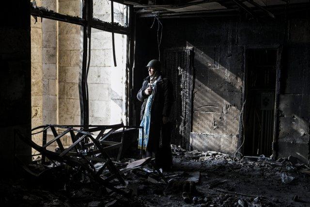 À Kiev, de plus en plus de prêtres... (PHOTO SANDRO MADDALENA, AFP)