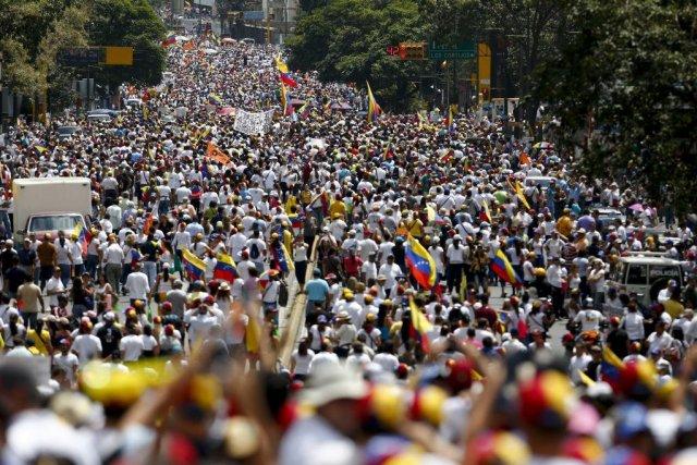 Le Venezuela est agité depuis plus de 15... (PHOTO JORGE SILVA, REUTERS)
