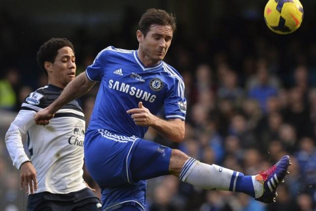 Frank Lampard (à droite), ici sous les couleurs... (PHOTO BEN STANSALL, ARCHIVES AFP)