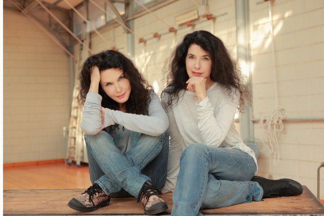 Marielle et Katia Labèque... (PHOTO FOURNIE PAR MONTRÉAL EN LUMIÈRE)