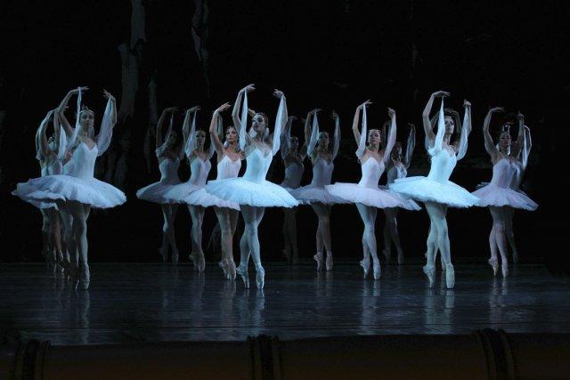 La troupe du Ballet national d'Ukraine entraîne le... (Photo fournie par les Grands Ballets canadiens de Montréal)