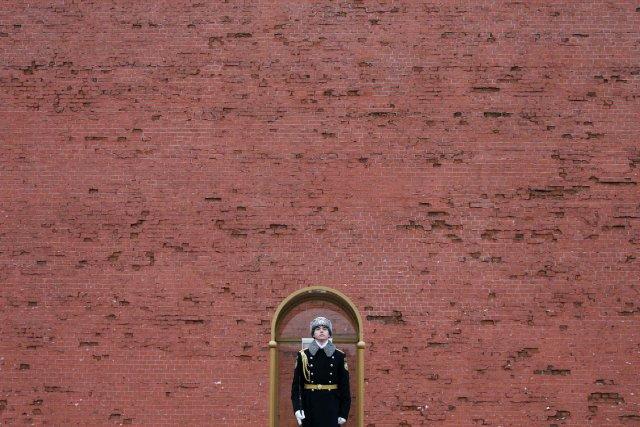 La police russe a interpellé dimanche quatre personnes, dont un homme qui... (PHOTO MAXIM SHEMETOV, REUTERS)