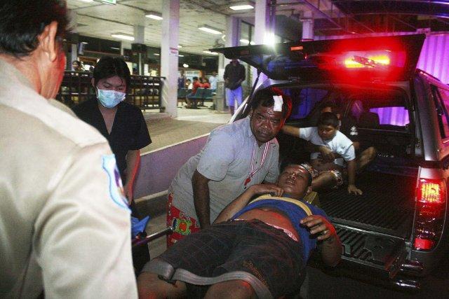 Les protestataires ont condamné cette attaque, reprochant aux... (Photo AP)