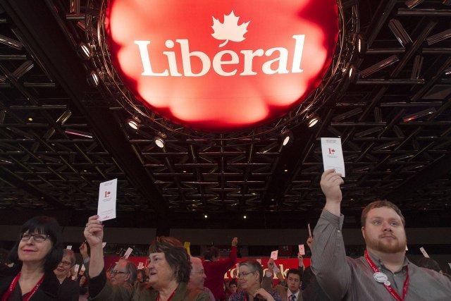 Les militants libéraux ont massivement endossé dimanche la décision de leur... (Photo Graham Hughes, PC)