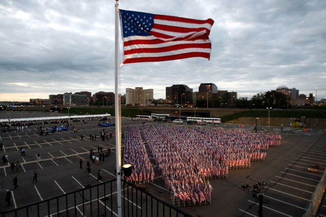 Les drapeaux américains devront dorénavant être «made in USA»: une nouvelle loi... (Photo: AFP)