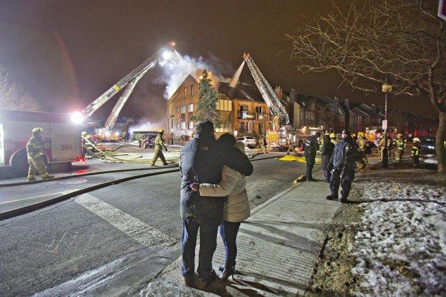 Le feu s'est déclaré vers minuit 20 pour... (Photo Félix-Olivier Jacques Fournier, collaboration spéciale)