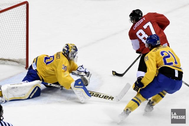 Sidney Crosby a déjoué Henrik Lundqvist à l'aide... (Photo Bernard Brault, La Presse)