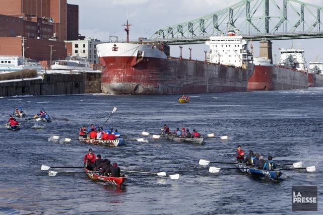Faute de glace, la course de canots avait... (Photo Robert Skinner, La Presse)