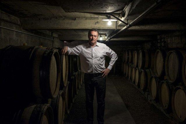 Le producteur de vin biologique,Emmanuel Giboulot... (Photo JEFF PACHOUD, AFP)