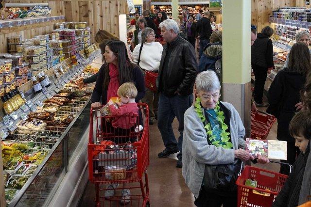 L'indice de confiance des consommateurs a glissé à... (Photo archives Reuters)