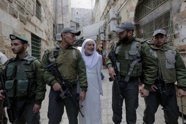 L'esplanade des Mosquées a été fermée après les... (Photo Ammar Awad, Reuters)