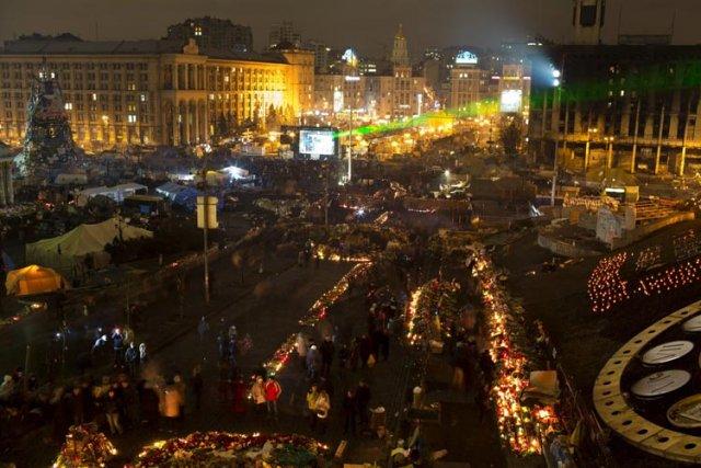 Des milliers de manifestants se sont rassemblés mardi... (Photo: AP)