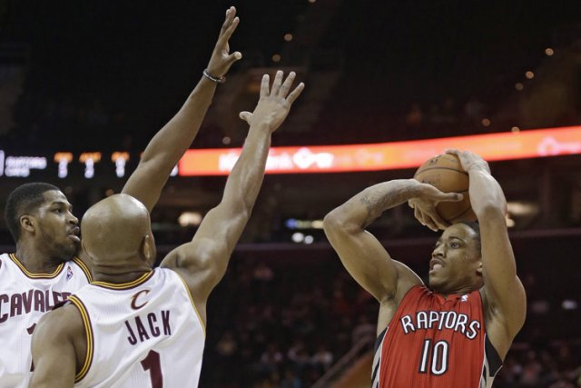 DeMar DeRozan a compté 16 de ses 33 points au quatrième quart, et les Raptors... (Photo: AP)