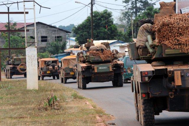 Des troupes de l'armée française arrivant à Bangui... (Photo SIA KAMBOU, AFP)