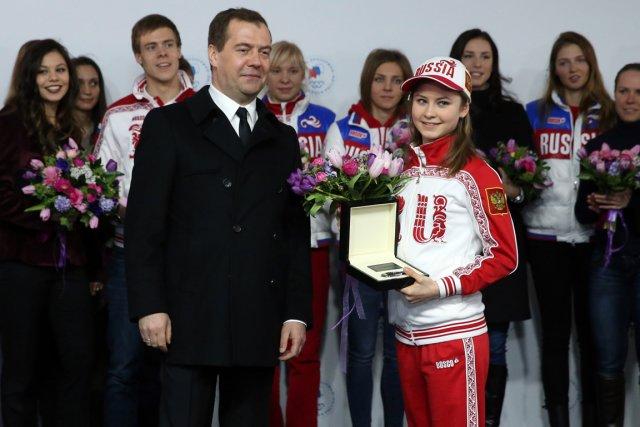Le premier ministre russe Dmitri Medvedev a remis... (Photo AP)