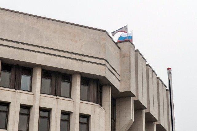 Le drapeau russe flotte sur le parlement de... (Photo OLEKSANDR POLEHENKO, AFP)