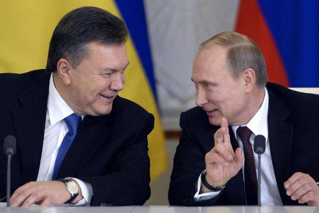 Le président ukrainien déchu Viktor Ianoukovitch et le... (Photo ALEXANDER NEMENOV, Archives AFP)