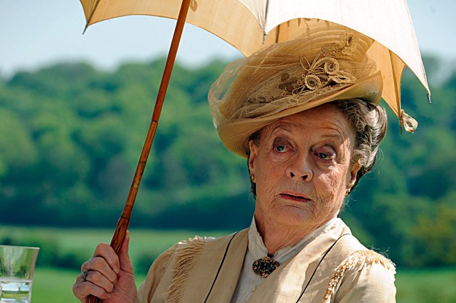 Maggie Smith dans Downton Abbey.... (Photo: fournie par ICI Radio-Canada Télé)