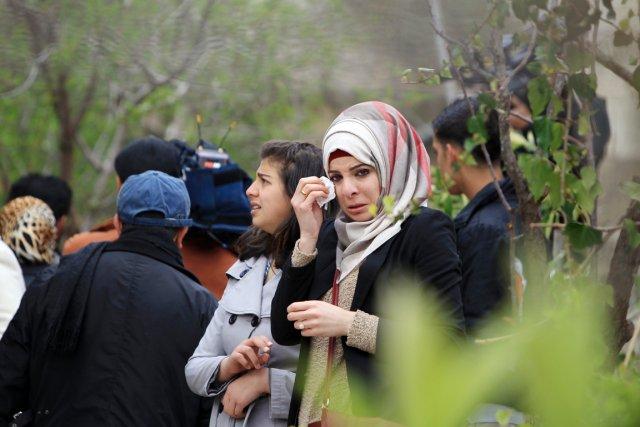 Des proches deMotazz Washaha pleurent la mort du... (PHOTO ABBAS MOMANI, AFP)