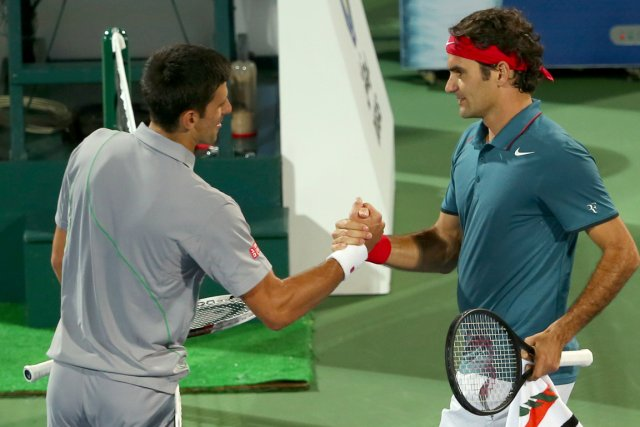 Novak Djokovic et Roger Federer... (Photo Marwan Naamani, AFP)