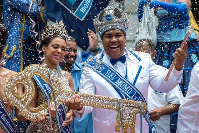 Le roi Momo et la reine du Carnaval... (PHOTO YASUYOSHI CHIBA, AFP)