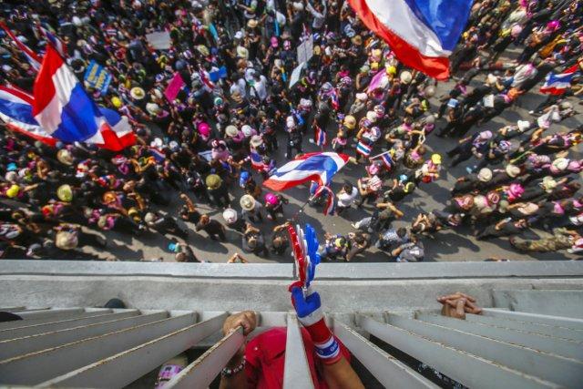Les contestataires bloquent depuis mi-janvier plusieurs carrefours cruciaux... (PHOTO ATHIT PERAWONGMETHA, REUTERS)