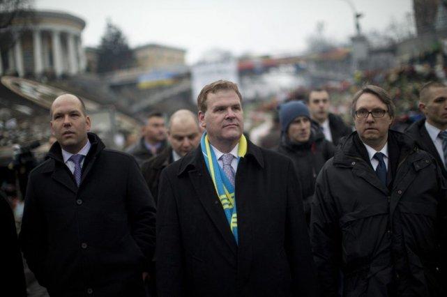 Le ministre des Affaires étrangères John Baird visitait... (AP)
