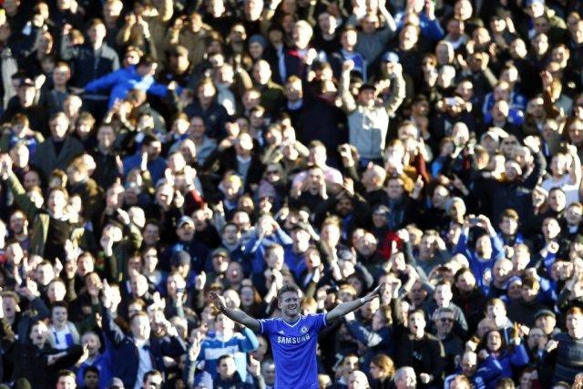 Andre Schurrle a réussi un triplé pour Chelsea.... (Photo Eddie Keogh, Reuters)