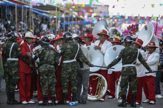 Deux musiciens du groupe Poopo Banda ont été... (Photo GASTON BRITO, Reuters)