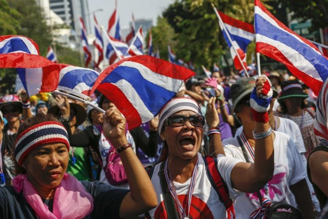 Anti-government protesters march as they decamped from protest... (PHOTO ATHIT PERAWONGMETHA, REUTERS)