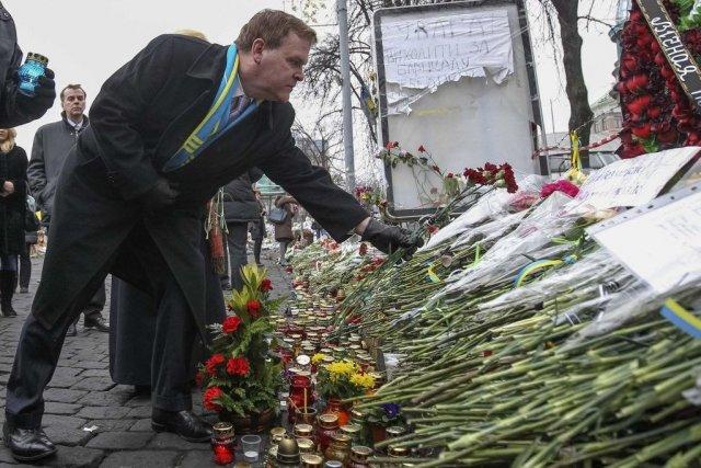 John Baird était à Kiev le 28 février.... (PHOTO VALENTYN OGIRENKO, REUTERS)