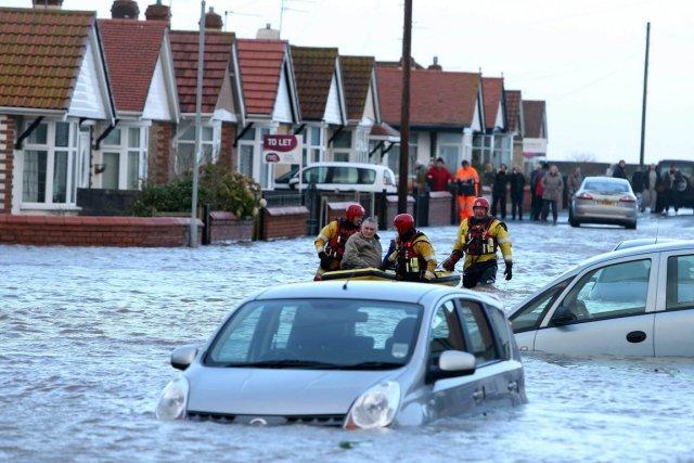 Le coût des inondations en Europe pourrait atteindre 23,5 milliards d'euros par... (Photo Peter Byrne, archives AP)