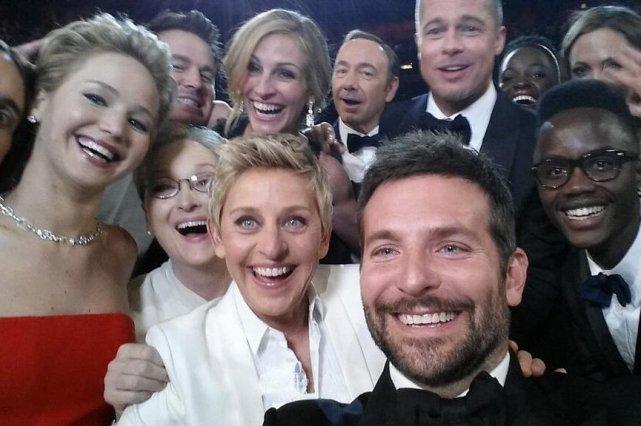La photo prise avec le téléphone d'Ellen Degeneres... (Photo tirée de Twitter)