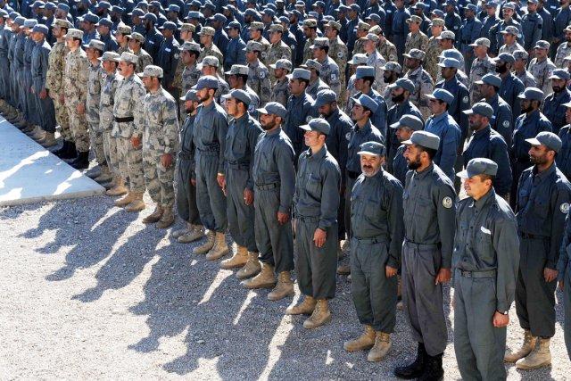 En première ligne face aux rebelles talibans, les... (PHOTO AREF KARIMI, AFP)