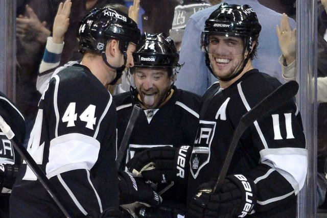 Anze Kopitar (à droite) souhaite que les Kings... (Photo Mark J. Terrill, AP)