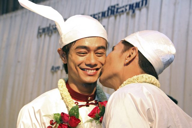 Tin Ko Ko (à droite) et Myo Min... (PHOTO KHIN MAUNG WIN, AP)