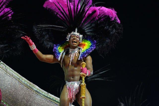 Un membre de l'écoledesamba Mangueira.... (PHOTO YASUYOSHI CHIBA, AFP)